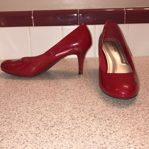 Red heels w/ round toe Comfort Plus by Predictions